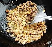 青豌豆炒肉丁  的做法图解3