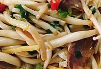 腊肠炒海鲜菇的做法