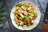 #花10分钟,做一道菜!#尖椒炒五香豆腐干的做法