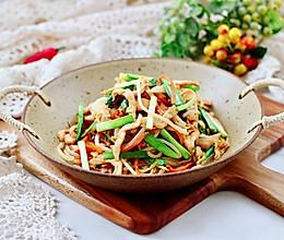 #春日时令,美味尝鲜#酱香浓郁的绿豆芽鸡肉小炒的做法