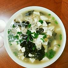 金针菇木耳豆腐汤