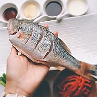 吃好一条鱼?是煎、是炸、是炖?葱油鲈鱼,请跟我来学哦!的做法图解3