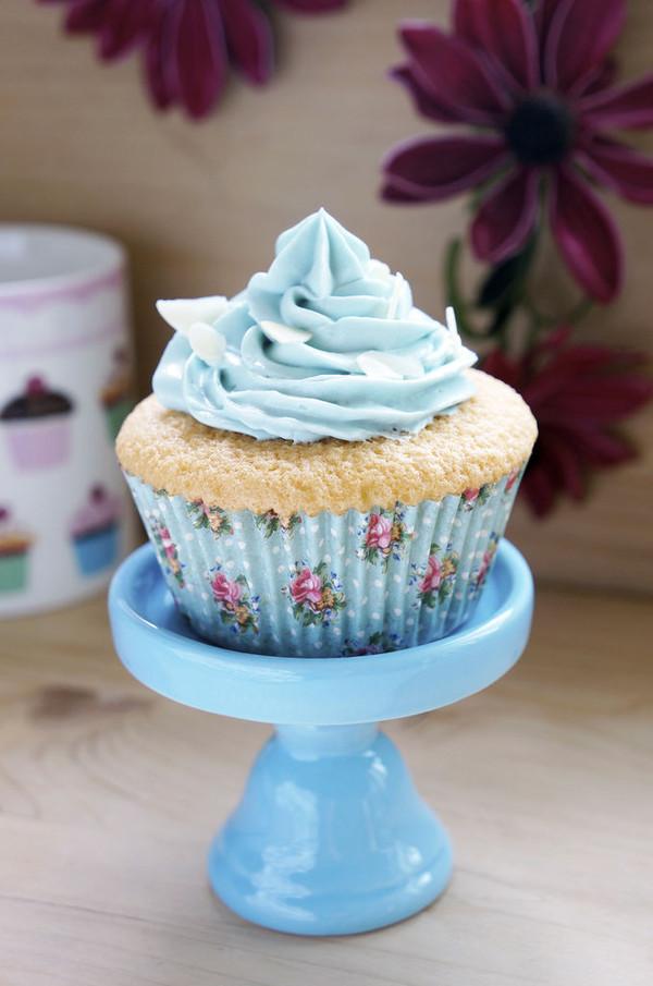不回缩的海绵杯子蛋糕的做法
