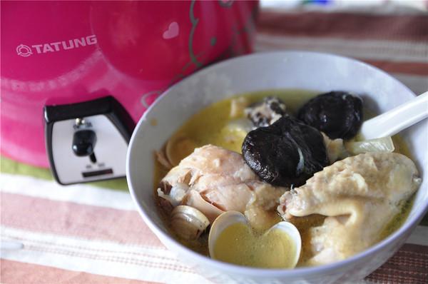 蒜头香菇鸡汤的做法