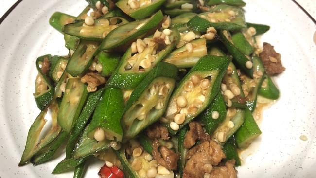 秋葵炒肉的做法