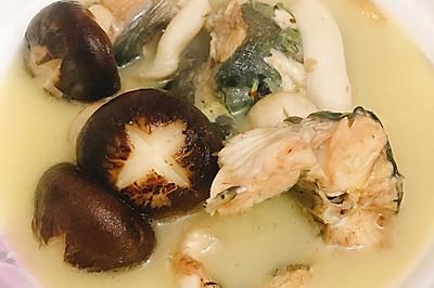 哈尼石锅鱼汤