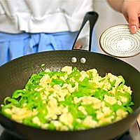 迷迭香美食| 青椒炒鸡蛋的做法图解11