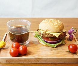 能量早餐:自制牛肉汉堡配黑咖啡的做法