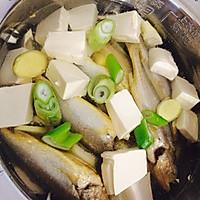笋尖豆腐清炖小黄鱼的做法图解3