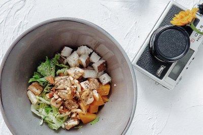 健身餐椰肉南瓜三文魚塊沙拉