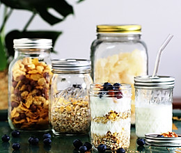 蓝莓坚果酸奶燕麦杯#花10分钟,做一道菜!#的做法