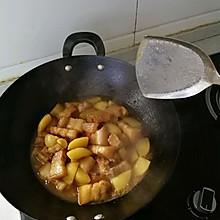 香喷喷的土豆红烧肉~