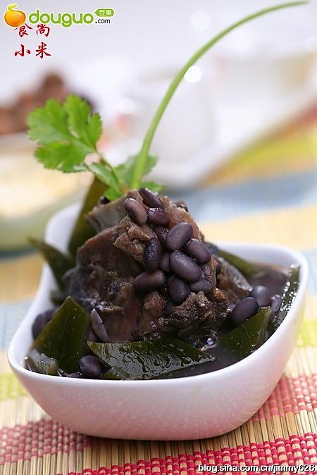 黑豆海带牛尾汤的做法