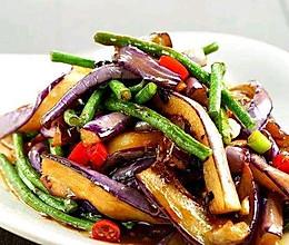 秋收季东北经典硬菜 猪肉土豆豆角烧茄子的做法