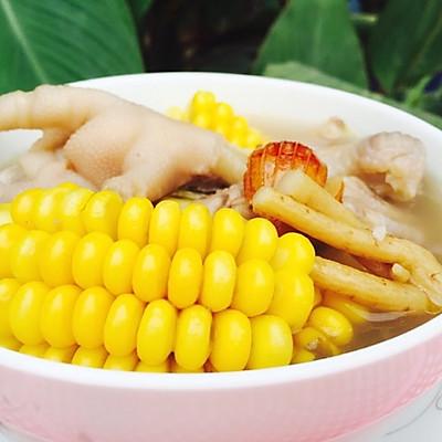 粤式秋冬滋补汤--板栗玉米鸡脚老火汤