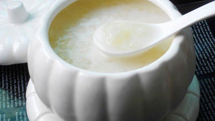 润肤美白--雪耳椰汁牛奶羹