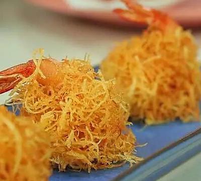 【微体】金灿灿 酥脆鲜嫩的金丝虾球