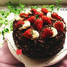 形似黑森林的草莓巧克力蛋糕