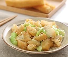 夏日里,给油条找个最好的美食搭档——丝瓜油条的做法