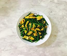 家常菜之鲜嫩的韭菜苔炒鸡蛋丝的做法