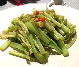 素炒芹菜的做法