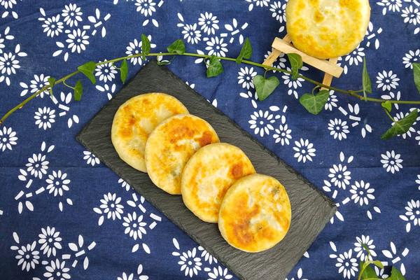 青菜鸡蛋馅饼的做法