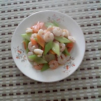 西芹胡萝卜炒虾仁