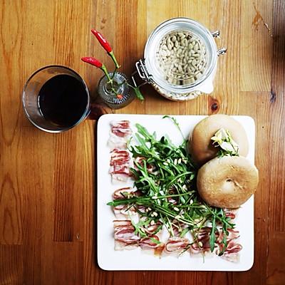 风干火腿芝麻菜松籽沙拉