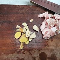 四季豆炒五花肉的做法图解3