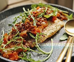 #换着花样吃早餐#白葡萄酒茄汁小扁豆杂蔬煎鱼排的做法