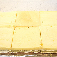 大号方形庆典蛋糕淡奶油抹面裱花的做法图解4