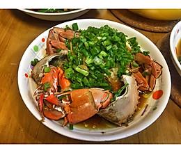 让人回味无穷的葱油青蟹的做法