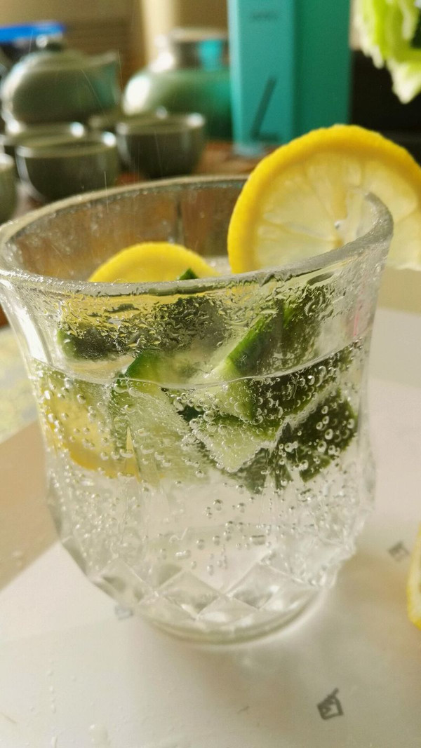 柠檬黄瓜苏打水的做法