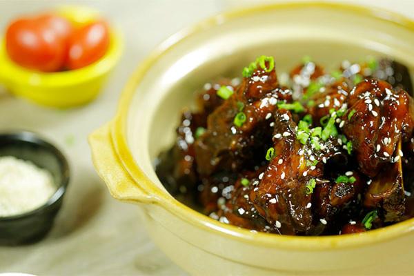 糖醋排骨丨这块酸甜的小排骨 是你熟悉的味道么?【微体兔菜谱】的做法