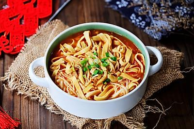 #憋在家里吃什么#茄汁燉金針菇千張
