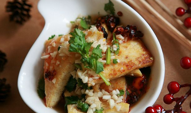 蒜香黄金豆腐的做法