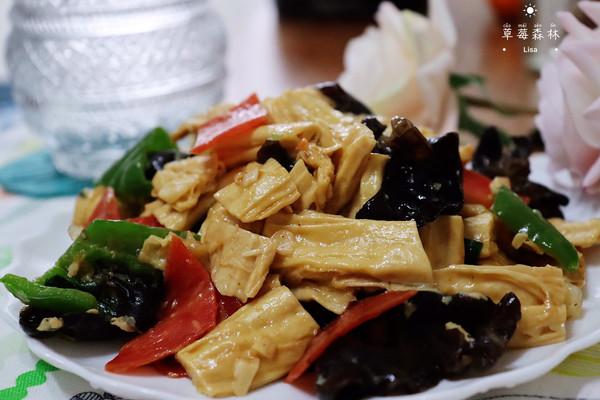 腐竹炒木耳 | 味美营养低脂素菜健康的做法