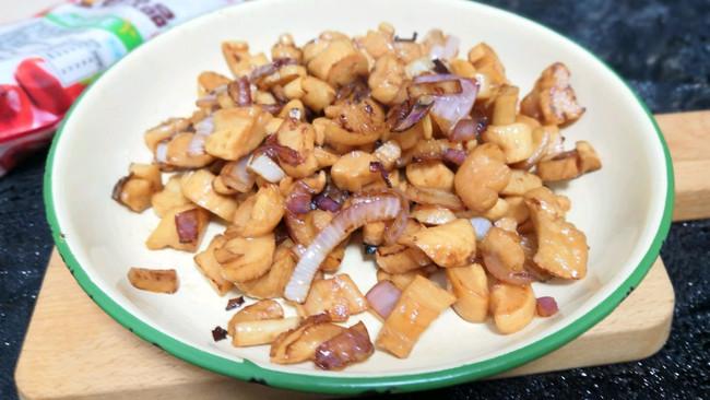 #做道懒人菜,轻松享假期#洋葱炒萝卜干的做法