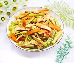 #520,美食撩动TA的心!#无敌下饭的芹菜炒香干的做法