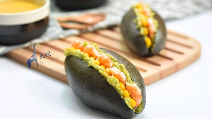 【新品】消除体内多余胆固醇~牛油果虾仁夹心竹炭面包