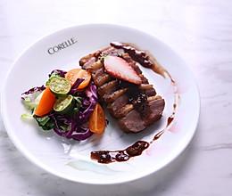 高级又容易做的草莓酱黑醋汁鸭胸肉的做法