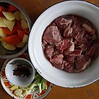 胡萝卜土豆炖牛肉的做法图解1