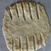 营养早餐  花式夹心面包   (芝士肠 果酱 肉松三种口味)的做法图解6