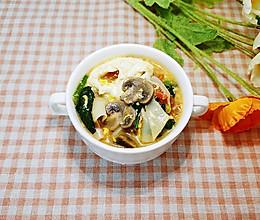 #换着花样吃早餐#美味蔬菜鸡蛋面片的做法