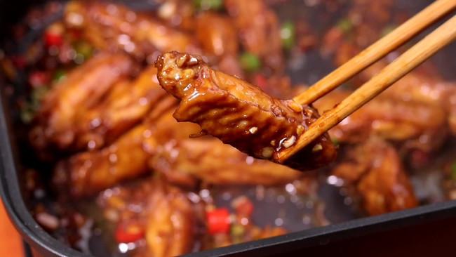 蒜蓉鸡翅!年夜饭端上桌就光盘,好吃到吮手指的做法