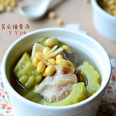 【苦瓜猪骨汤】:夏日消暑下火汤