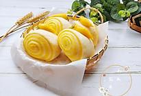 #百变水果花样吃#南瓜花卷的做法