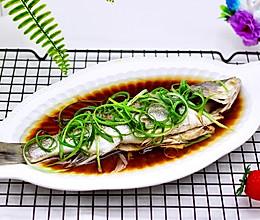 鲜美无比的粤式清蒸鲈鱼#网红美食我来做#的做法