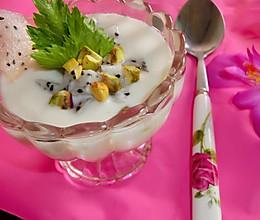 火龙果酸奶昔。的做法
