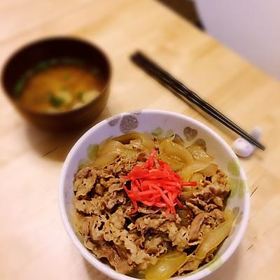 """吉野家风的日式牛肉盖浇饭""""牛丼"""""""